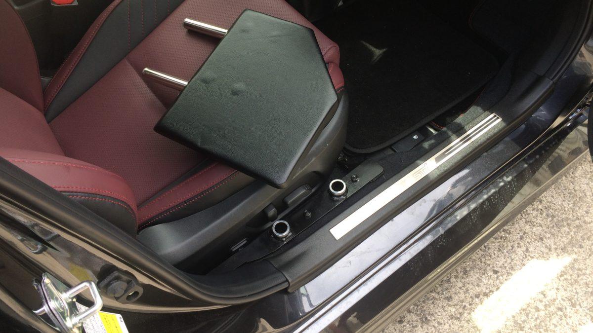 スバル レボーグ X 運転席サイドサポートシートの福祉車両改造事例7