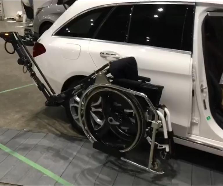 障がい者の方の車いす収納方法の最前線