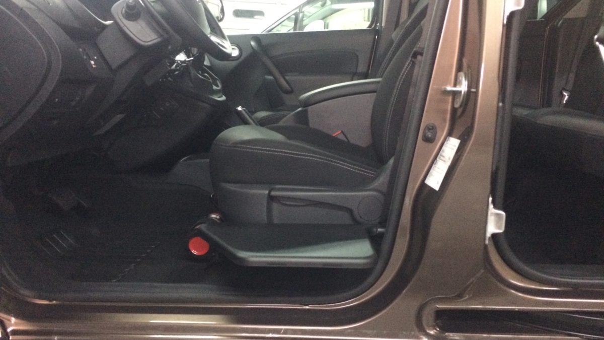 ルノー カングー(並行輸入車) × 電動ティップアッププレートの福祉車両改造事例4