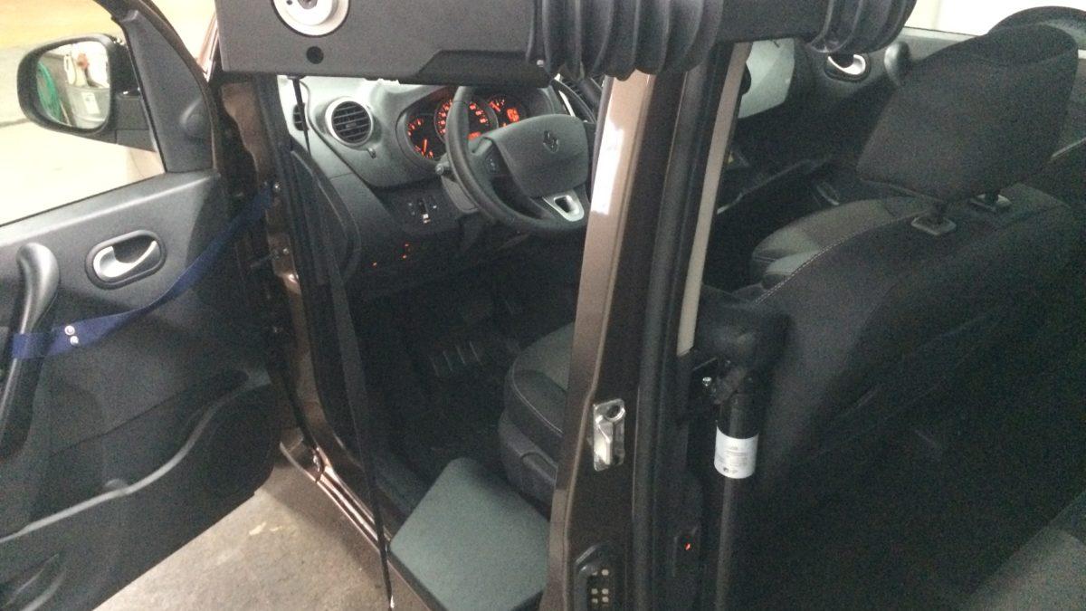 ルノー カングー(並行輸入車) × 電動ティップアッププレートの福祉車両改造事例7