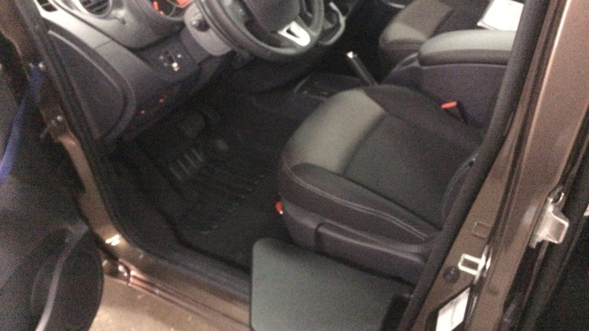 ルノー カングー(並行輸入車) × 電動ティップアッププレートの福祉車両改造事例2