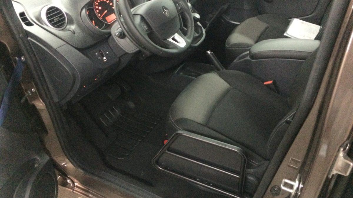 ルノー カングー(並行輸入車) × 電動ティップアッププレートの福祉車両改造事例3