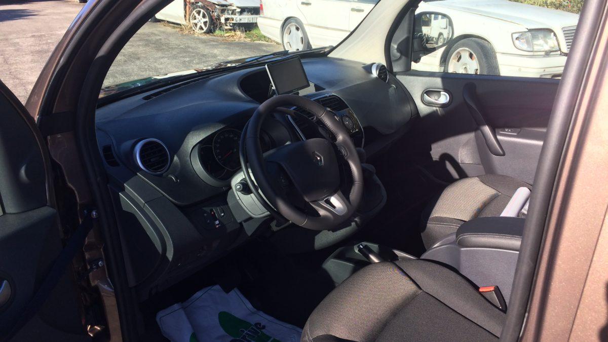 ルノー カングー(並行輸入車) × アクセルリング&ブレーキシステムの福祉車両改造事例5