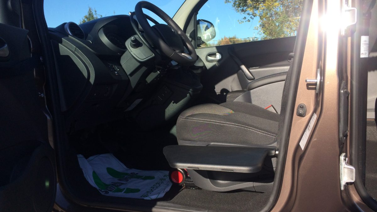 ルノー カングー(並行輸入車) × 電動ティップアッププレートの福祉車両改造事例6