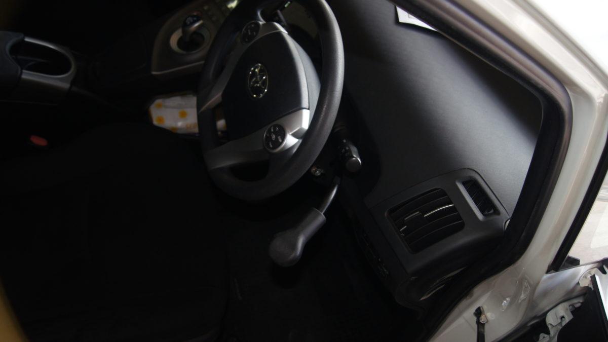 トヨタ プリウス X 見えるブレーキレバー(LF901ブレーキシステム)の福祉車両改造事例5