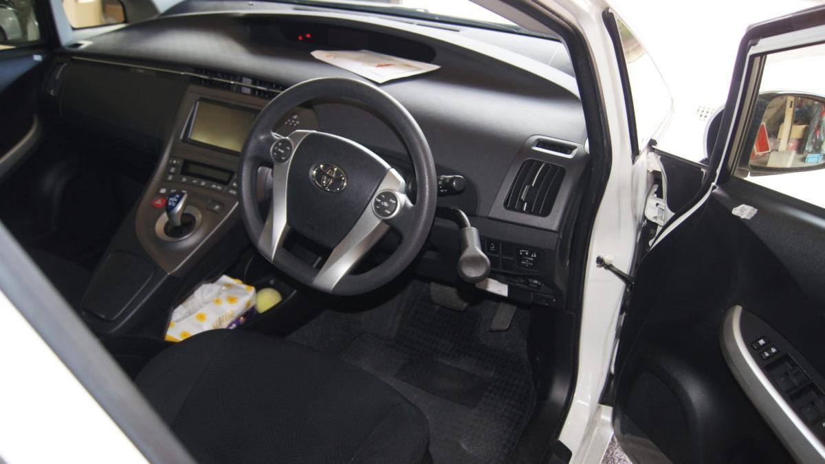 トヨタ プリウス X 見えるブレーキレバー(LF901ブレーキシステム)の福祉車両改造事例3