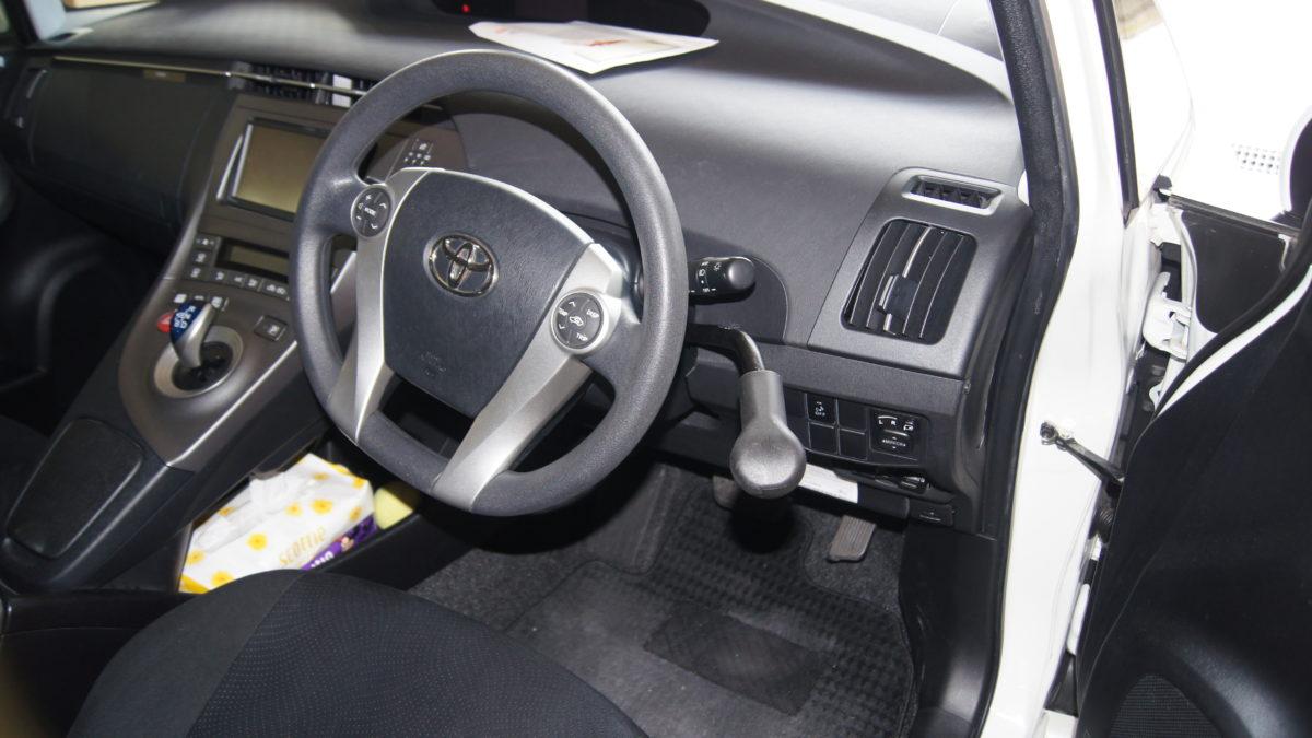 トヨタ プリウス X 見えるブレーキレバー(LF901ブレーキシステム)の福祉車両改造事例2