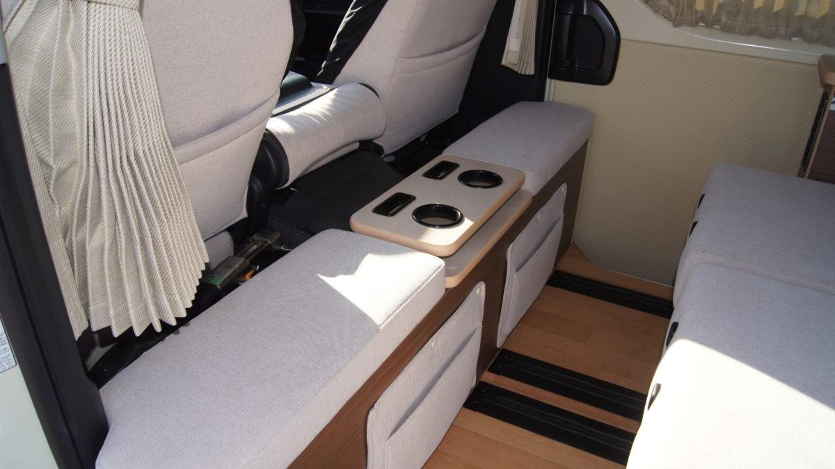 車いすリフト付きキャンピングカー 『アウラベース・リアエントリーモデル』の福祉車両改造事例21